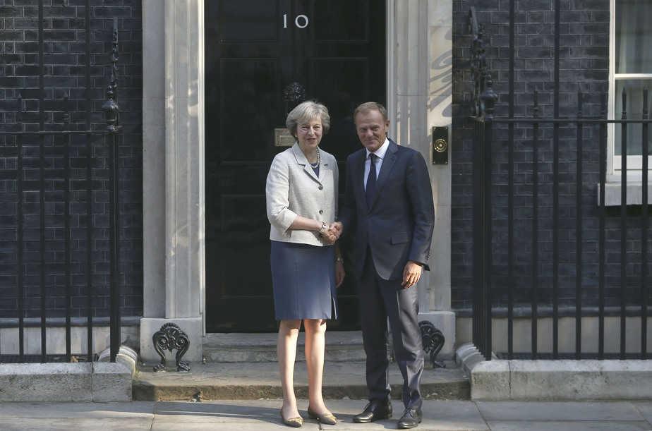 Reunión entre Donald Tusk y Theresa May, en Londres.  FOTO: Reuters