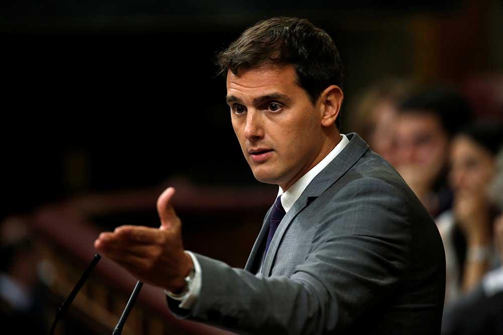 Rivera plantea que juristas ayuden al estudio de la reforma de la Constitución.