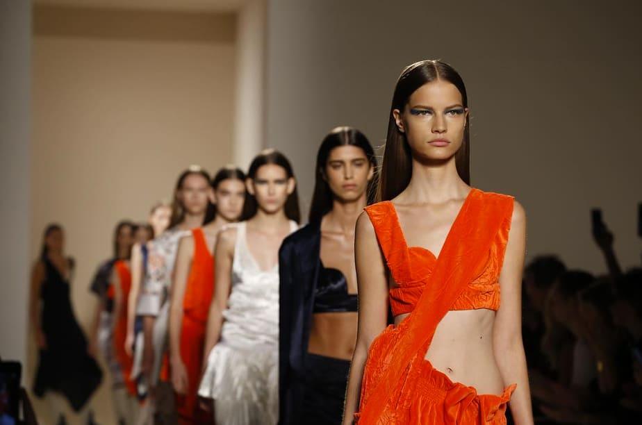 Von Furstenberg, Custo y Victoria Beckham presentan lo último en Nueva York