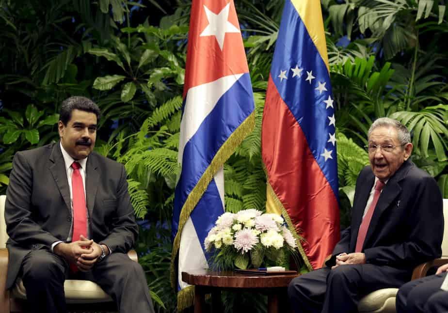 Reunión entre Nicolás Maduro y Raúl Castro.. FOTO: Reuters