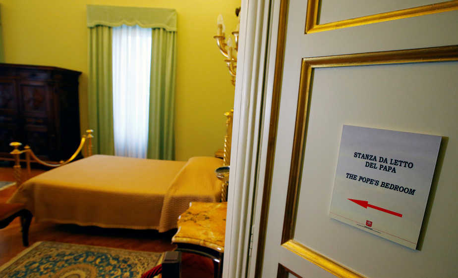 Pope's bedroom is pictured in Castel Gandolfo, near Rome, Italy, October 21, 2016. REUTERS/Tony Gentile  - RTX2PUVZ