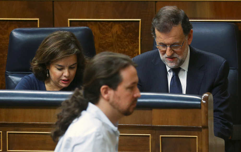 Mariano Rajoy y Pablo Iglesias, durante la sesión de investidura del 27 de octubre. FOTO: Reuters