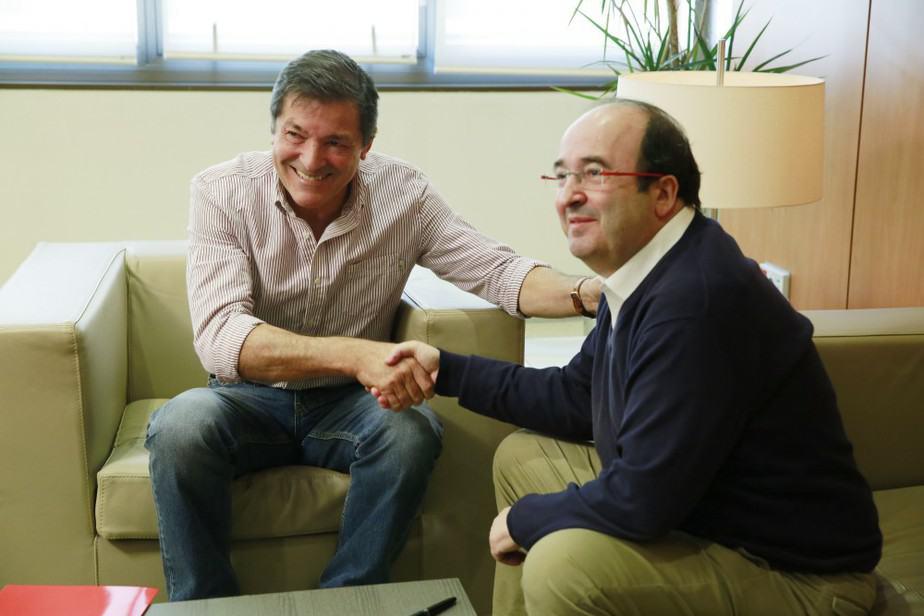 Javier Fernández (PSOE) y Miquel Iceta (PSC), en su reunión en Ferraz.  FOTO: Flickr PSOE