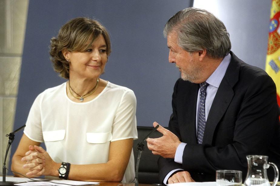 El ministro portavoz del Gobierno, Íñigo Méndez de Vigo, y la ministra de Agricultura, Isabel García Tejerina. FOTO: Moncloa