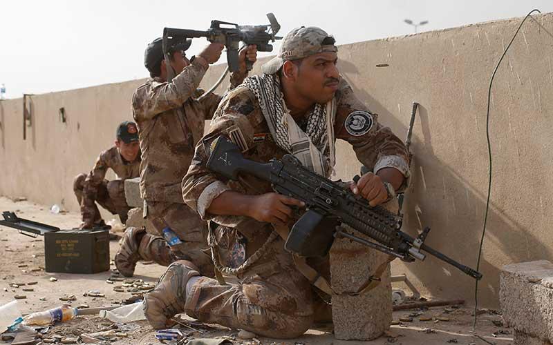 Fuerzas especiales iraquíes combaten en Mosul