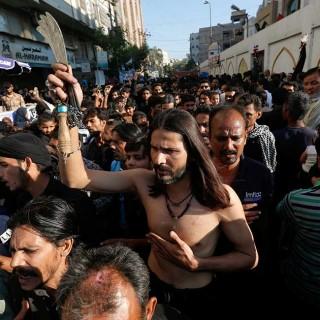 Flagelación durante el Chelum en Pakistán