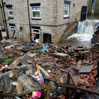 Fuertes lluvias en Stalybridge, Gran Bretaña