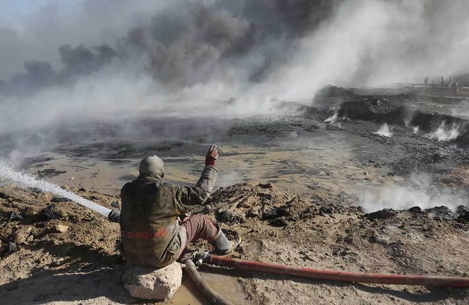 Campos petroleros quemados por ISIS