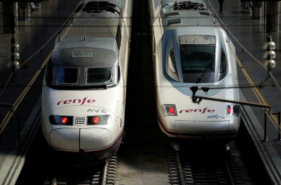 Trenes AVE en la estación de Sevilla Santa Justa.
