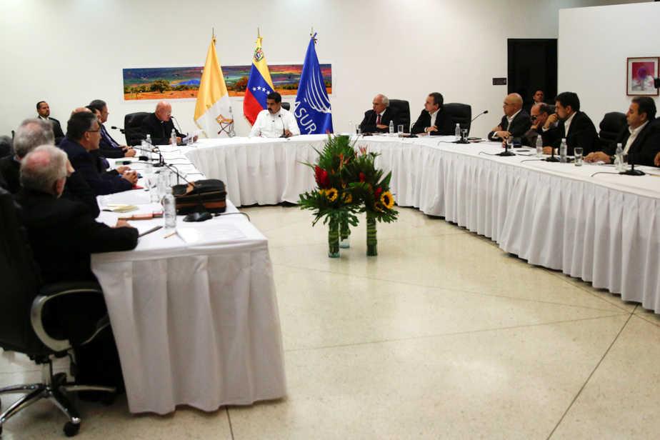Mesa de diálogo entre el Gobierno y la oposición venezolanos. FOTO: Reuters