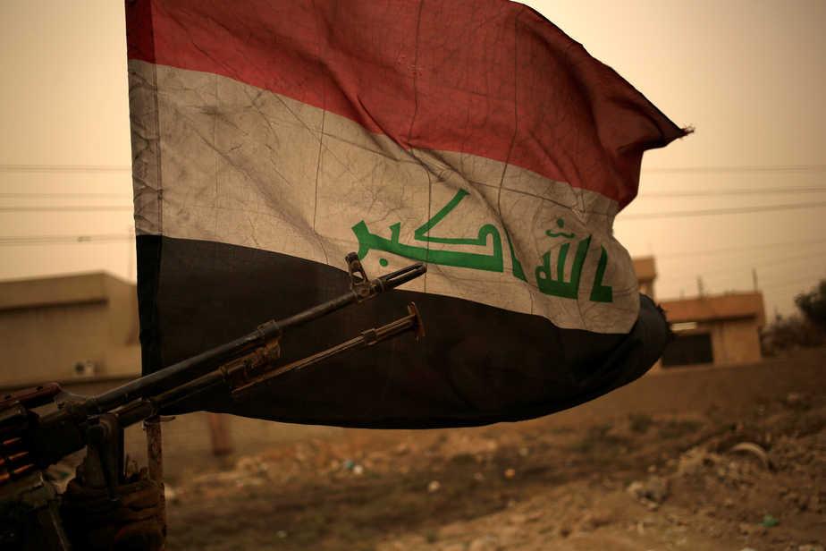 Bandera de Irak en Mosul. FOTO: Reuters