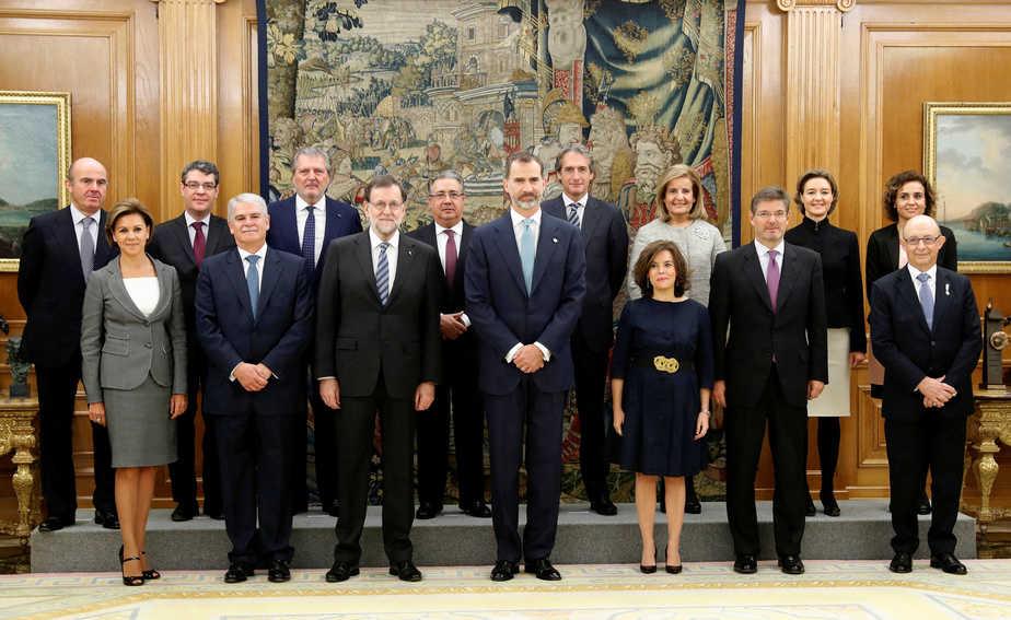 Foto de familia del Gobierno de la XII Legislatura. FOTO: Reuters
