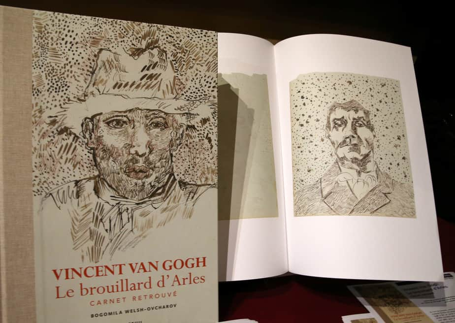 """El libro """"'Vincent van Gogh: The Lost Arles Sketchbook' . FOTO: REUTERS."""