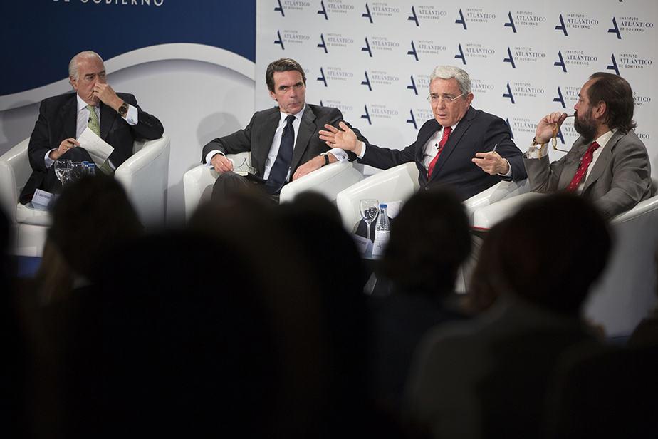 Andrés Pastrana, José María Aznar y Álvaro Uribe.  FOTO: Carlos Iglesias