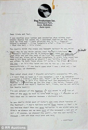 La correspondencia escrita a máquina, en la foto, que también incluye anotaciones escritas a mano por Lennon, muestra el grado de amargura entre el par después de la ruptura de los Beatles