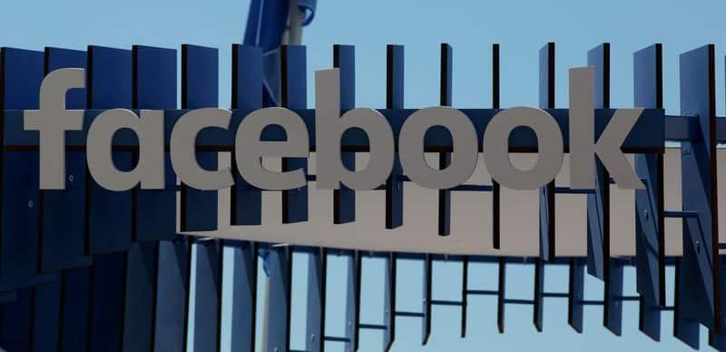 Facebook dijo que expandiría su presencia en Reino Unido en un 50 por ciento en 2017, uniéndose a su compañera del sector de la tecnología estadounidense Google en un impulso inversor en Reino Unido a pesar de la incertidumbre provocada por la votación a favor de salir de la Unión Europea. En la imagen, el logo de Facebook en el festival de Cannes, Francia, el 23 de junio de 2016.  REUTERS/Eric Gaillard