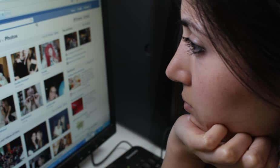 Facebook admitió que explota la psicología humana
