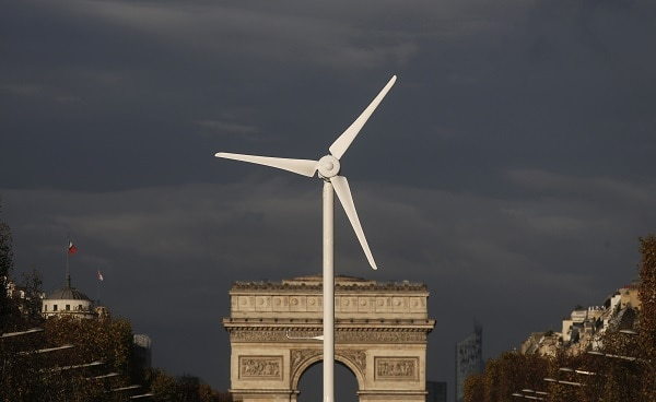A power-generating windmill turbine is seen in front of the Arc de Triomphe on the Champs Elysees avenue in Paris ahead of the COP21 World Climate Summit, France, November 25, 2015. The upcoming conference of the 2015 United Nations Framework Convention on Climate Change (COP21) will start on November 30, 2015 at Le Bourget near the French capital.   REUTERS/Christian Hartmann  TPX IMAGES OF THE DAY - RTX1VSKI
