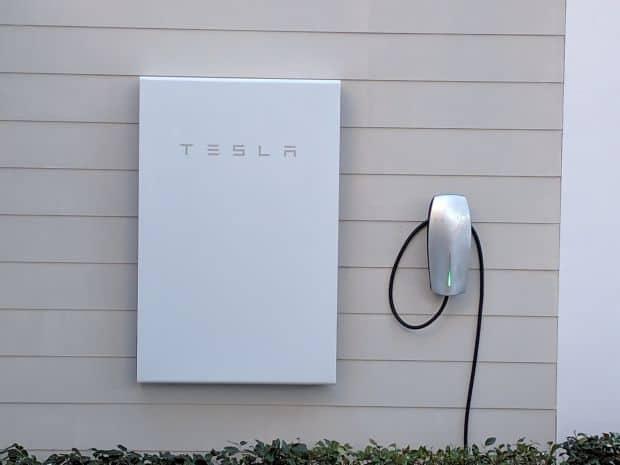 La Powerwall 2 dobla su capacidad respecto al primer modelo hasta los 13,5kWh para proporcionar energía a una casa de 4 habitaciones durante 24 horas.