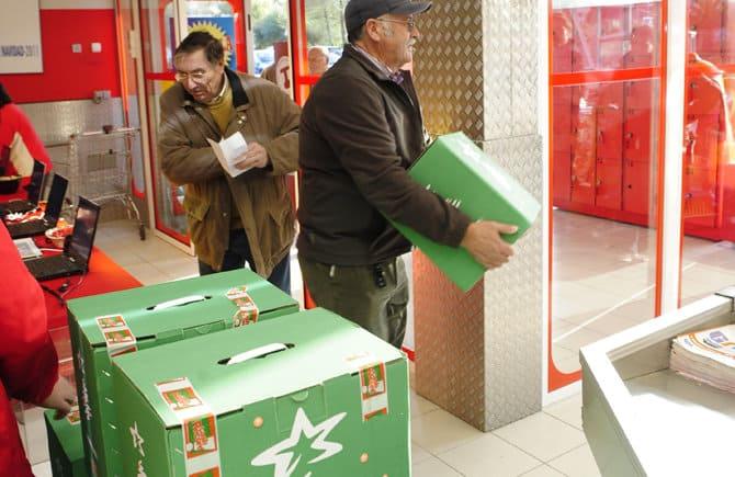reparto de las cestas de Navidad de Navantia en Erosky Fene