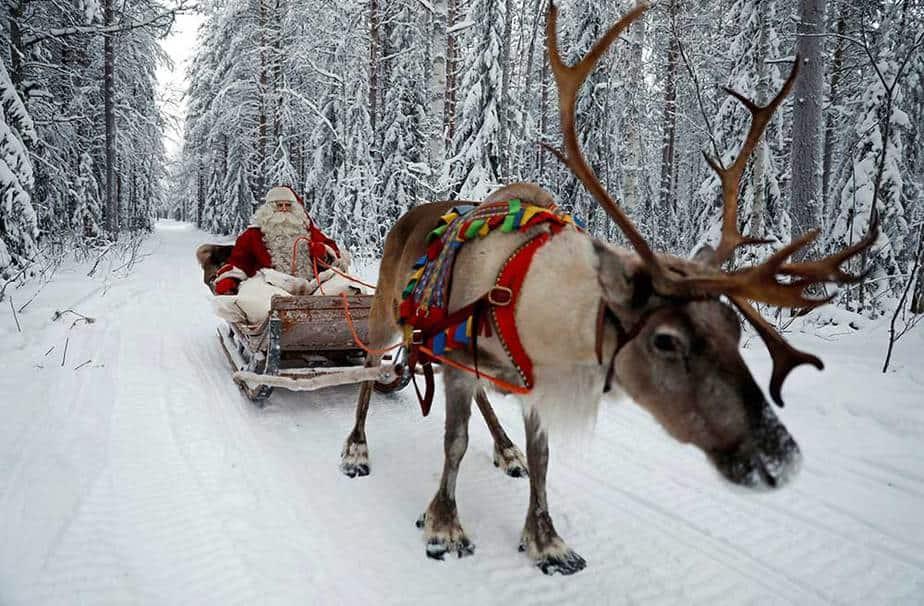 Santa Claus monta trineo