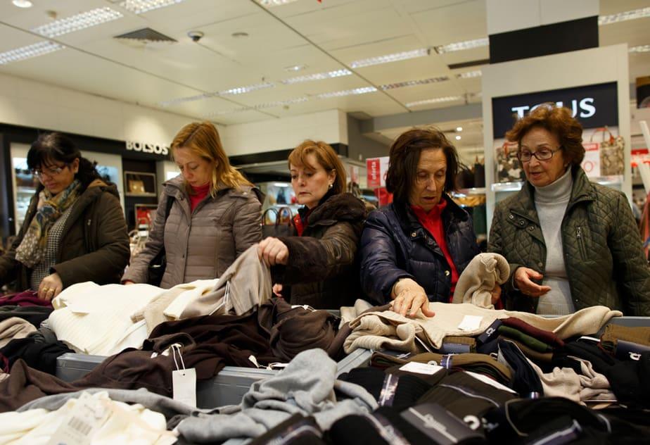 Los regalos preferidos en Navidad para los españoles son, en este orden, la ropa, los juguetes, los productos electrónicos