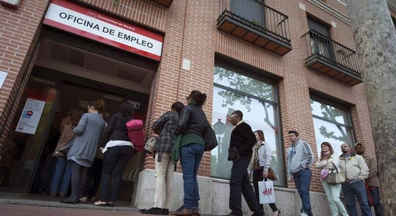 Al día en España: El paro se reduce en mayo en 83.738 personas