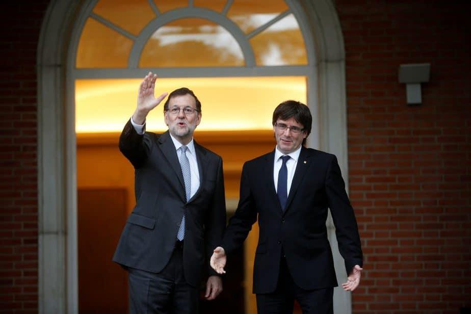 Reunión entre Mariano Rajoy y Carles Puigdemont. FOTO: Reuters