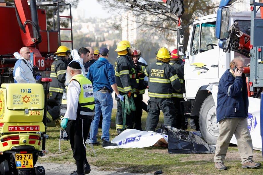 Lugar en el que se ha producido el atropello de un camión en Jerusalén. FOTO: Reuters