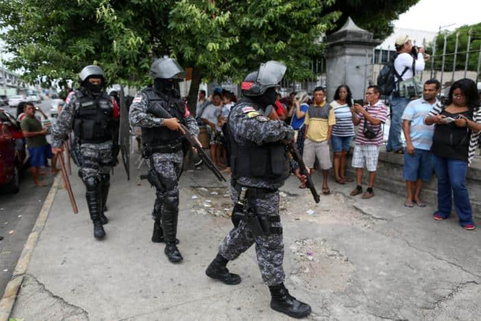 Riot police prepare to enter at Desembargador Raimundo Vidal Pessoa jail in the center of the Amazonian city of Manaus, Brazil, January 8, 2017. REUTERS/Michael Dantas