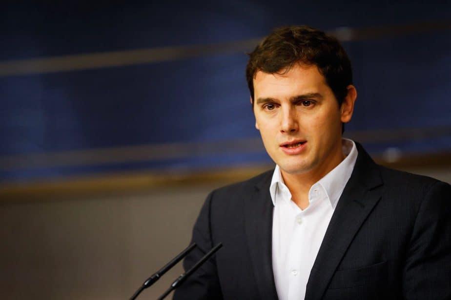 Rivera denuncia el chantaje de Puigdemont.