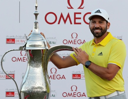 Sergio Garcia of Spain poses with the trophy following the final round of the Omega Dubai Desert Classic at the Emirates Golf Club, on February 5, 2017 in Dubai. / AFP PHOTO / KARIM SAHIB