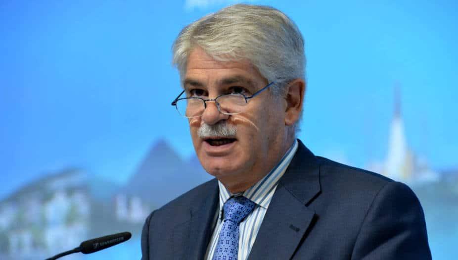 """Alfonso Dastis, ha defendido que las sanciones de la UE a venezolanos son un """"incentivo para ayudar a la negociación"""""""