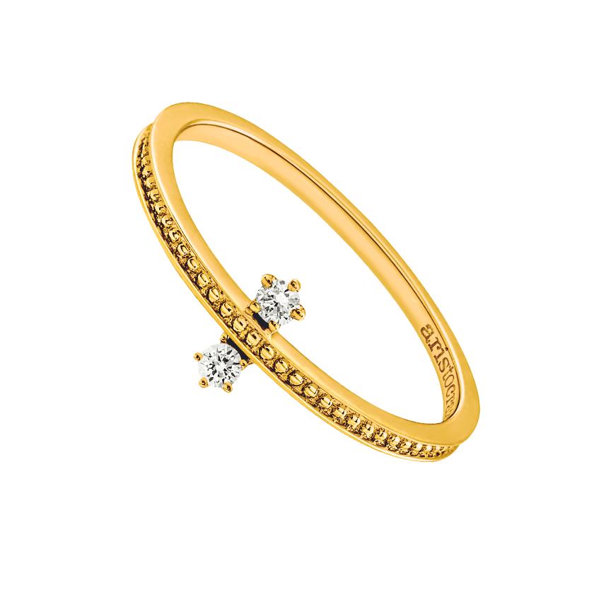 Sortija de oro amarillo con diamantes.