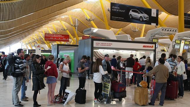 Aena espera invertir 2.835 millones de euros en sus dos principales aeropuertos: Madrid-Barajas y El Prat en Barcelona/Archivo