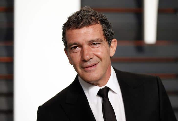 Actor Antonio Banderas arrives at the 2015 Vanity Fair Oscar Party in Beverly Hills, California February 22, 2015. REUTERS/Danny Moloshok/Files