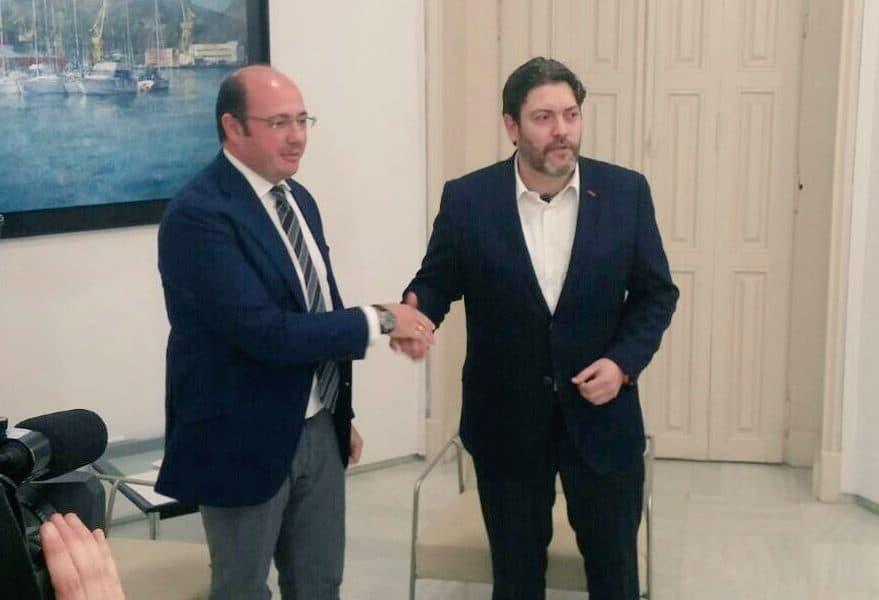 Reunión entre el presidente de Murcia, Pedro Antonio Sánchez y el líder de Ciudadanos de la región, Miguel Sánchez. FOTO: Ciudadanos