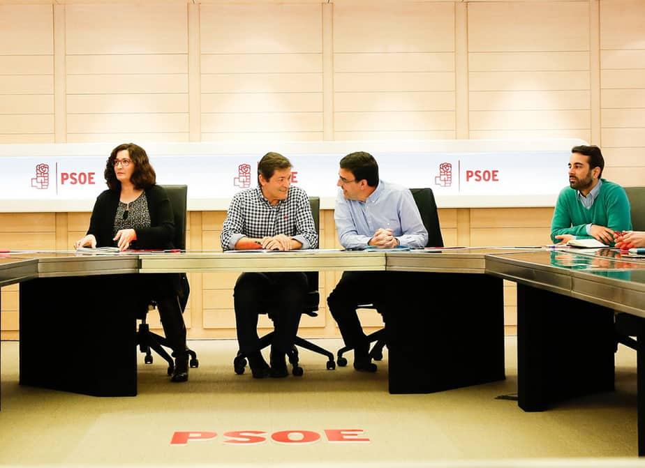 Javier Fernández y Mario Jiménez, máximos dirigentes de la Gestora del PSOE. FOTO: Flickr PSOE
