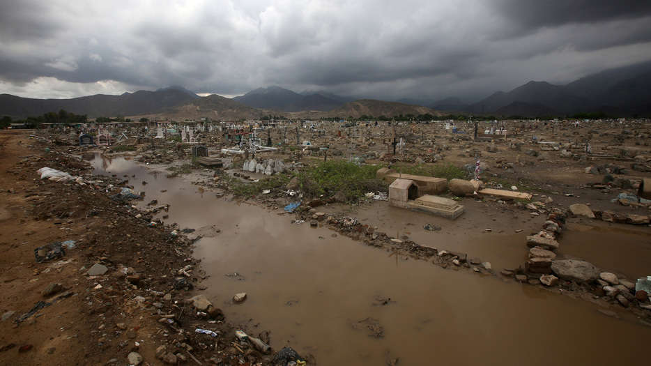 View of a damaged cementery after rainfall and flood in Laredo district of Trujillo, northern Peru, March 15, 2017. REUTERS/Douglas Juarez  EDITORIAL USE ONLY. NO RESALES.  NO ARCHIVES.     TPX IMAGES OF THE DAY          TPX IMAGES OF THE DAY