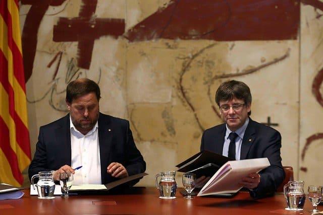 Carles Puigdemont y Oriol Junqueras en la Generalitat de Cataluña