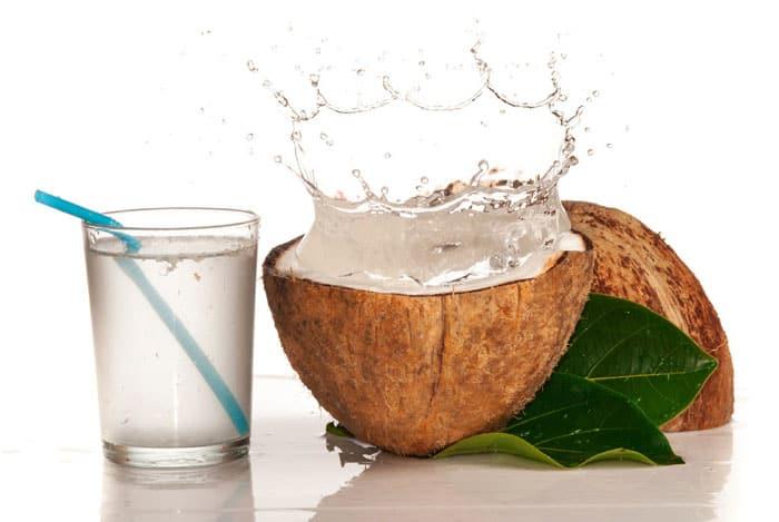 El agua de coco es una de las bebidas más saludables que puedes tomar a diario