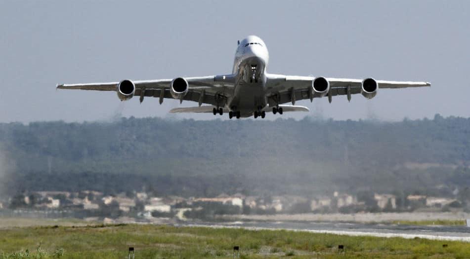 Avión en el aeropuerto de Palma de Mallorca. FOTO: Reuters