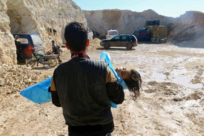 A man carries the body of a dead child, after what rescue workers described as a suspected gas attack in the town of Khan Sheikhoun in rebel-held Idlib, Syria April 4, 2017. REUTERS/Ammar Abdullah