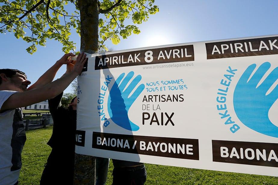 Preparación del acto del desarme que se celebró en Baiona. FOTO. Reuters