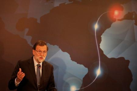 Los gobiernos brasileño y español se han unido para concretar el tendido de un cable submarino en el océano Atlántico que mejorará los servicios de interconexión entre Sudamérica y Europa para 2019, y que resalta los intentos por desviar las comunicaciones fuera de América del Norte. En la imagen, el presidente español Mariano Rajoy durante el evento sobre el cable submarino EllaLink en São Paulo, Brazil, el 24 de abril de 2017. REUTERS/Nacho Doce