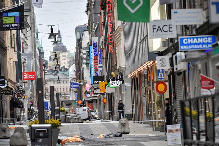 Calle en la que se produjo el atentado en Estocolmo. FOTO: Reuters