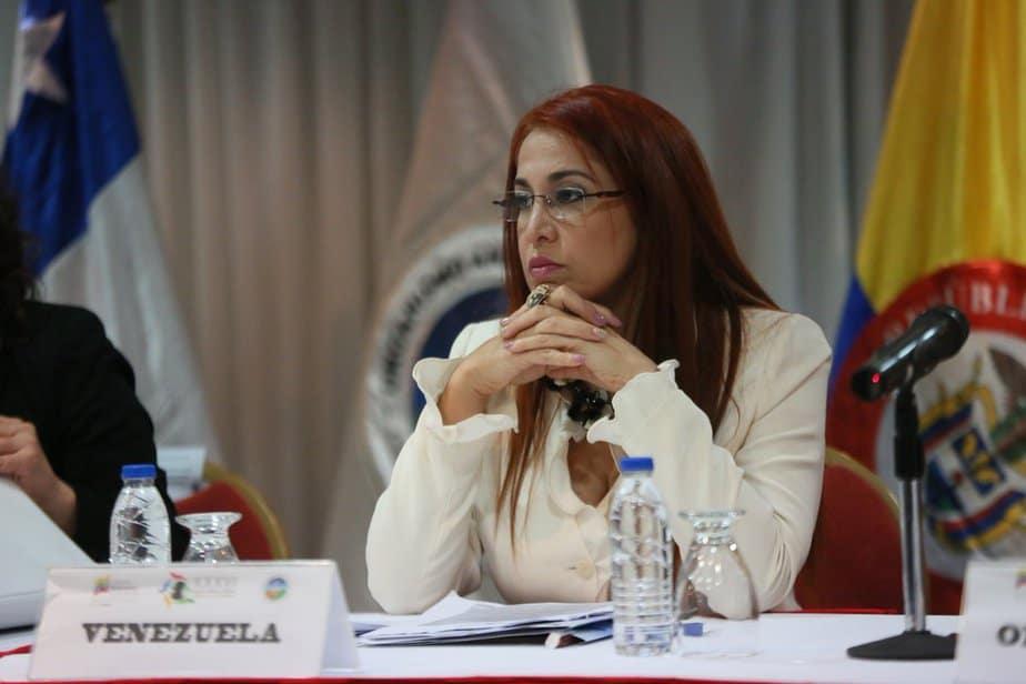 Antonieta Caporales.