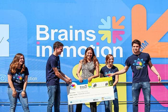 Entrega del cheque de la iniciativa Brains in Motion a la Fundación Aladina. FOTO: Colegio Brains