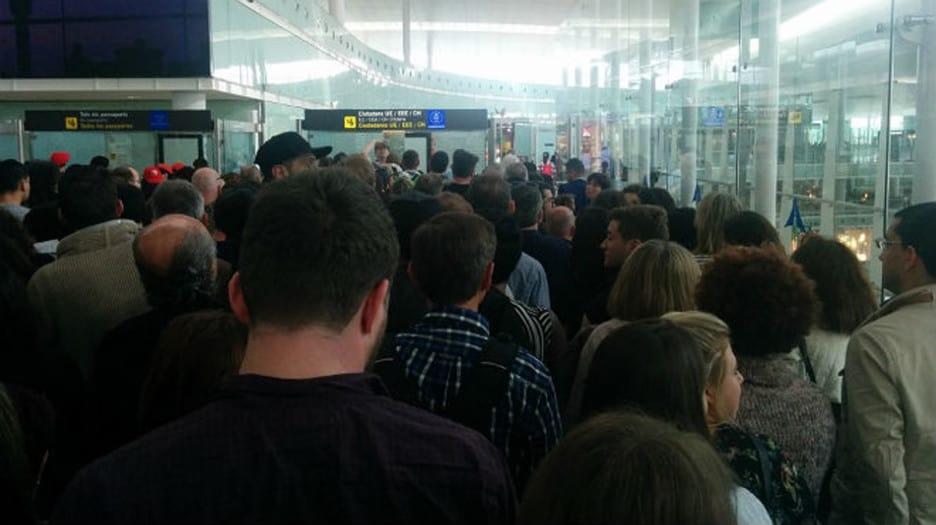 Colas en el aeropuerto de El Prat.