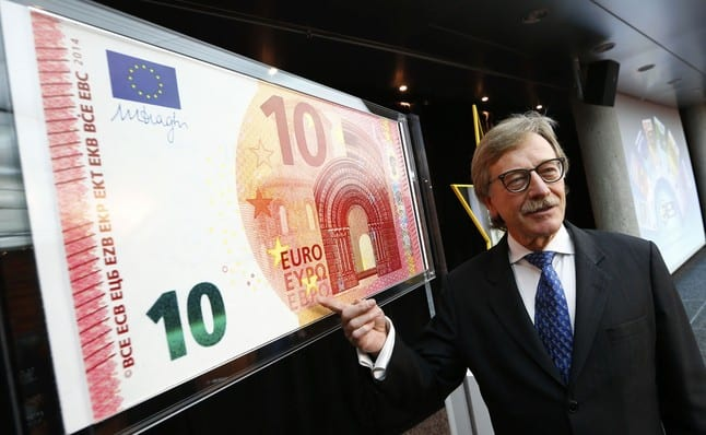 Yves Mersch, Member of the Executive Board of the European Central Bank presents an oversized newly unveiled 10 euro note at the headquarters of the European Central Bank (ECB) in Frankfurt, January 13, 2014.  REUTERS/Ralph Orlowski (GERMANY - Tags: BUSINESS)